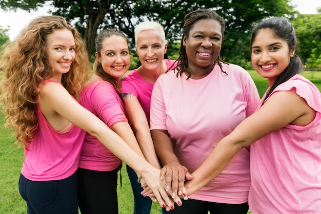 Frauen-brustkrebs-unterstützungs-nächstenliebe-konzept