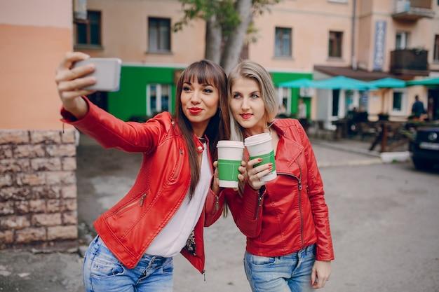 Frauen, die eine selfie einnahme