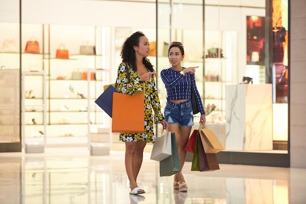 Frauen einkaufen