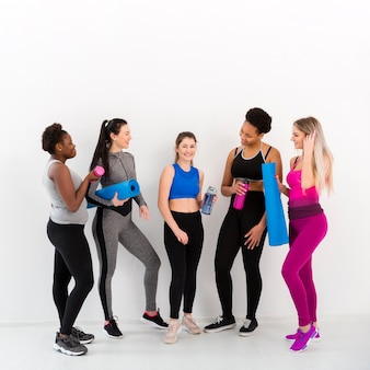 Frauen fitness-kurs in der pause