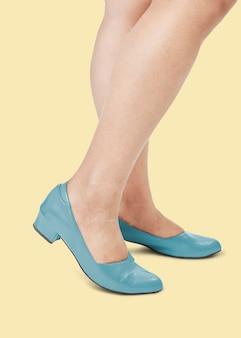Frauen in mode blau leder flache schuhe kleidung
