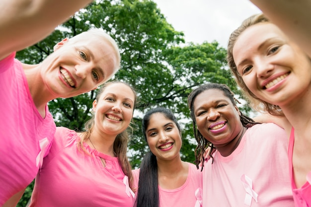 Frauen kämpfen gegen brustkrebs