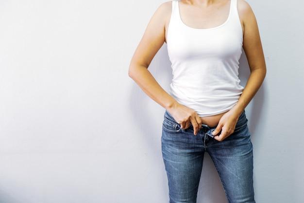 Frauen mit übergewicht möchten trainieren, um gesund zu sein.