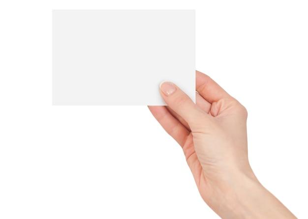 Frauenfinger, die eine leere weiße karte halten