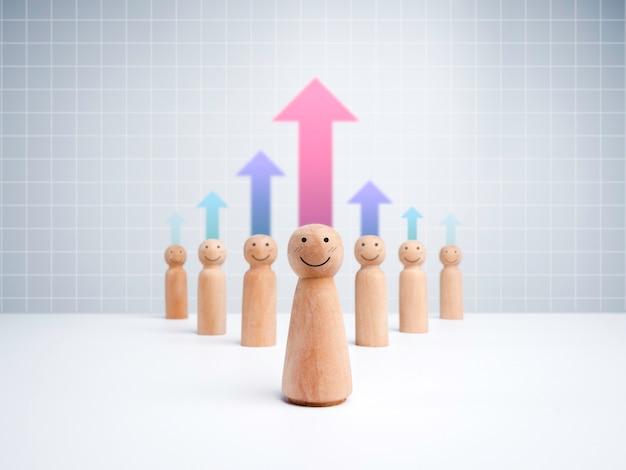 Frauenführer, holzfiguren mit glücklichen gesichtern und anhängern auf weißem gitterhintergrund mit bunten wachstumspfeilen. führungskonzept, manager, ceo, marktführer, influencer, meinungsführer.