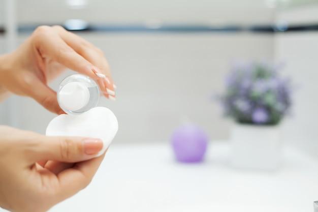 Frauengebrauchs-hautpflegeprodukte zu hause
