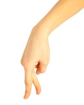 Frauenhände an der weißen wand