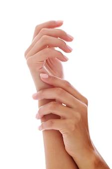 Frauenhände mit maniküre