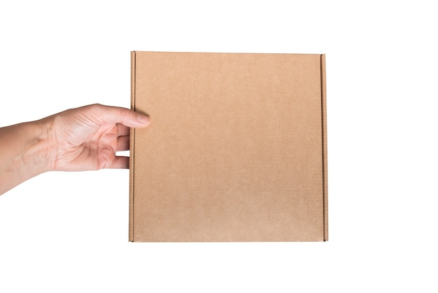 Frauenhand hält braunen karton isoliert