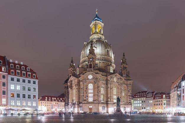 Frauenkirche bei nacht in dresden, deutschland
