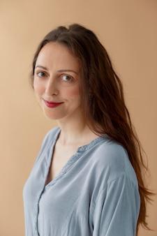 Frauenportrait mit mittlerer aufnahme