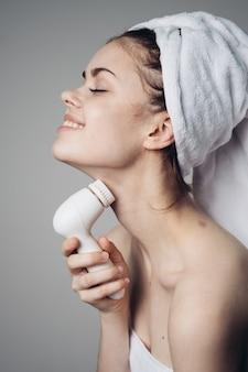 Frauenreinigung gesichtsmassagebürste