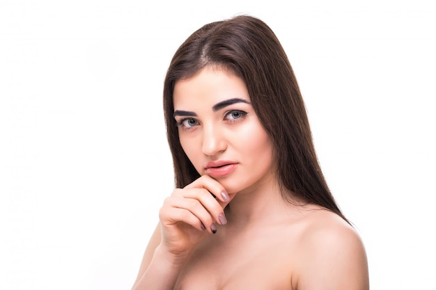 Frauenschönheitsgesichtsporträt lokalisiert auf weiß mit gesunder haut
