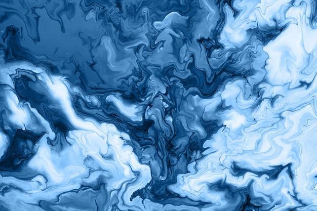 Frei fließende blaue acrylfarbe. zufällige wellen und locken. abstrakter marmorhintergrund oder -beschaffenheit