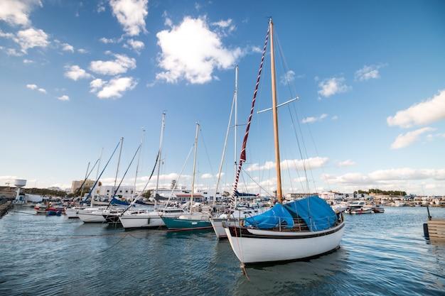 Freizeitboote auf den docks