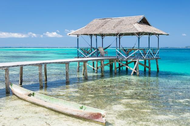 Fremdenverkehrsort in den togean-inseln, sulawesi indonesien