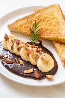 French toast mit bananenschokoladenmandeln