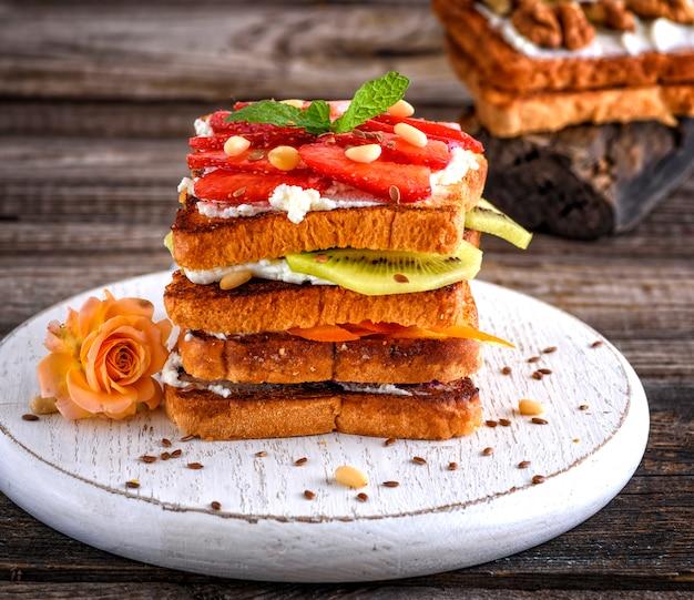 French toast mit quark und erdbeeren