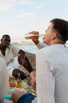 Freunde am strand hautnah Kostenlose Fotos