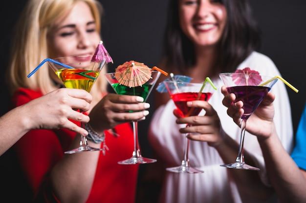Freunde, ccktails und party