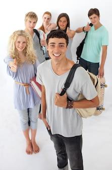 Freunde gehen durch die high school