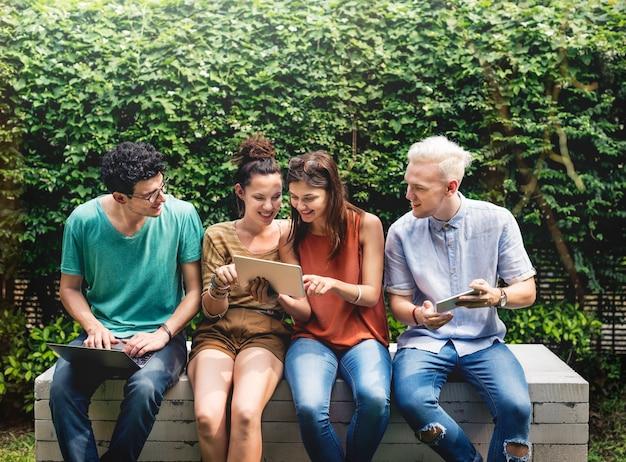 Freunde lifestyle social young teens konzept