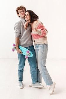 Freunde mit skateboard