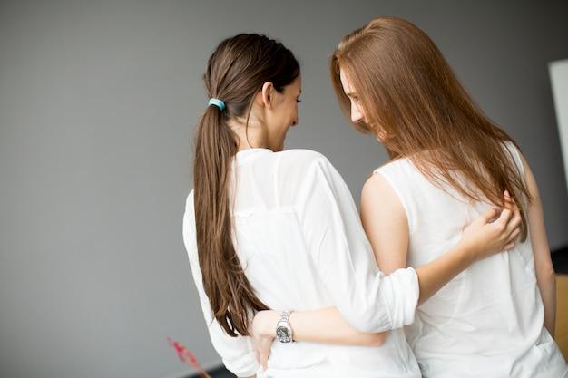 Freunde umarmen