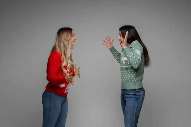 Freundinnen streiten miteinander