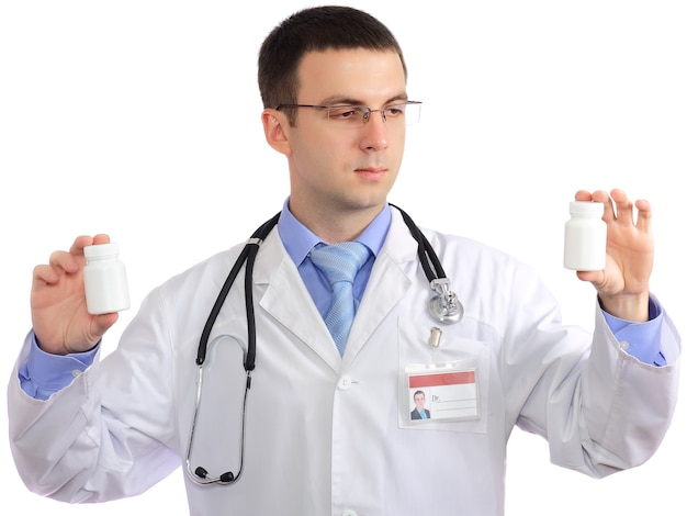 Freundlicher arzt mit der flasche der leeren pille. nahaufnahme. getrennt über weißem hintergrund.