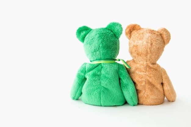 Freundschaft - paar teddybären, die in seinen armen halten Premium Fotos