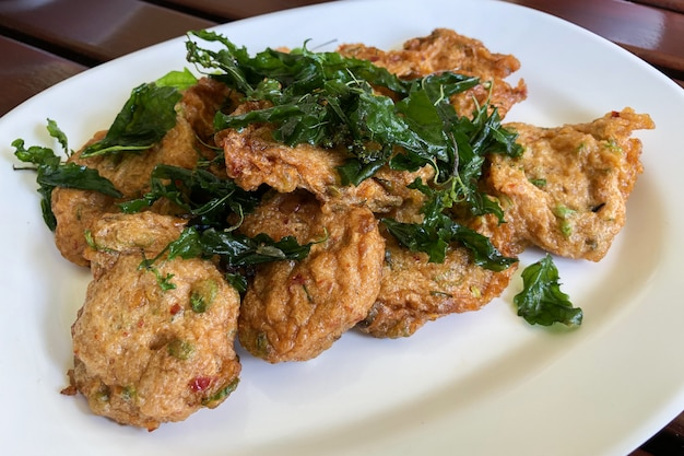 Fried fish cakes oder tod man pla thai-lebensmittel
