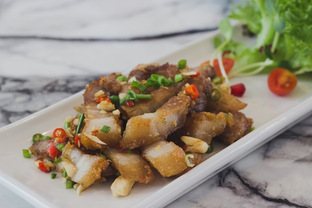 Fried streaky pork mit fischsauce