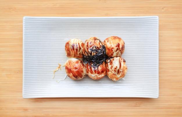 Fried takoyaki ballsmehlkloß - japanisches lebensmittel