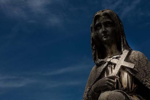 Friedhofsstatue in italien, aus stein - über 100 jahre alt