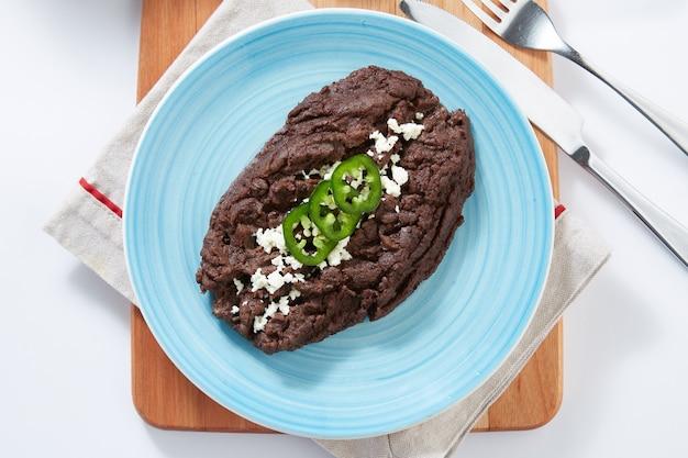 Frijoles negros refritos comida tipica mexicana