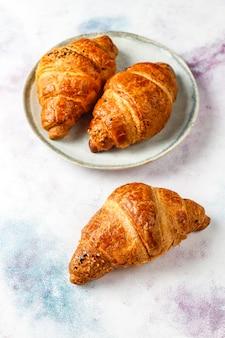 Frisch gebackene croissants.