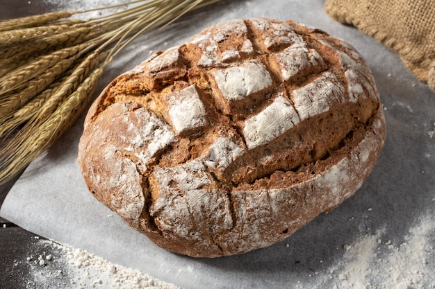 Frisch gebackenes traditionelles brot