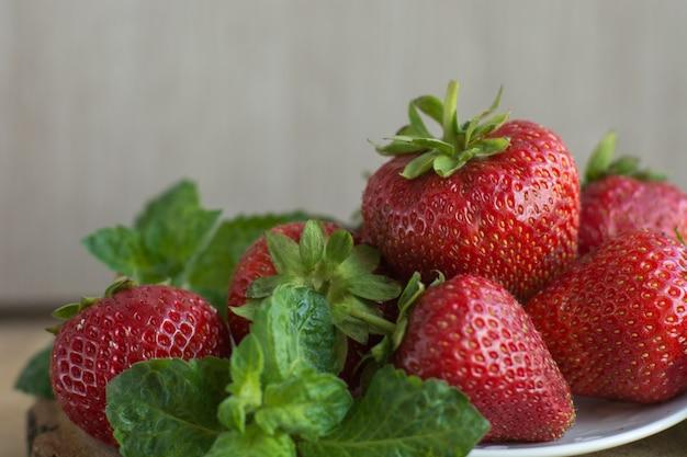 Frisch geerntete erdbeeren,