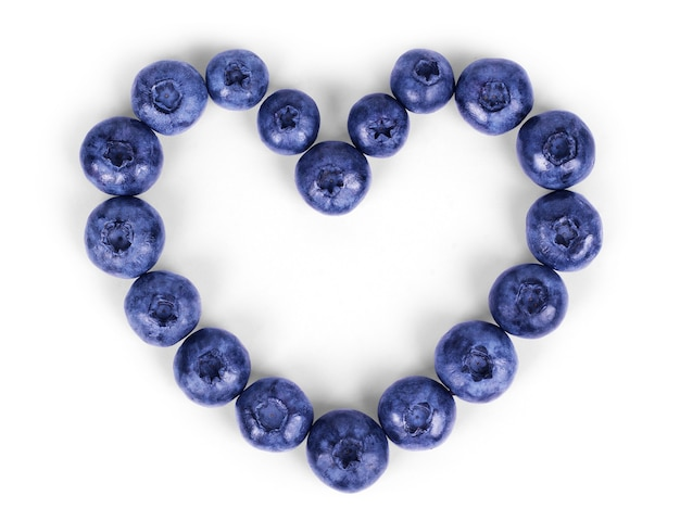 Frisch gepflückte blaubeeren in herzform