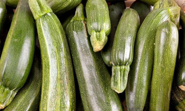 Frisch gepflückter zucchin