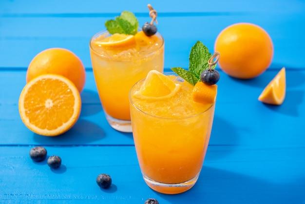 Frisch gepresste orangensaftgetränke