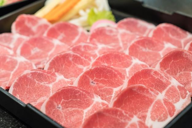 Frisch geschnittenes schweinefleisch