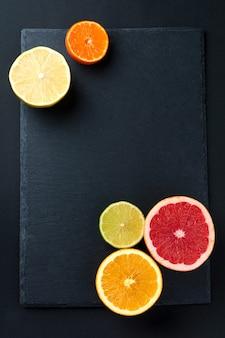Frisch sortierte zitrusfrüchte draufsicht.