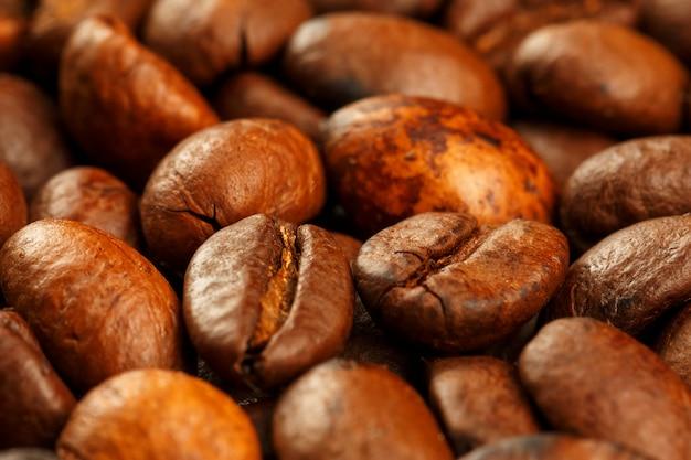 Frisch und aromatisch geröstete kaffeebohnen