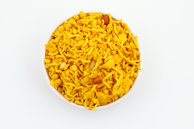 Frisch und knackig navratan mixure namkeen