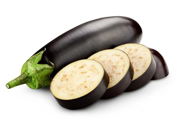 Frische aubergine lokalisiert auf weiß