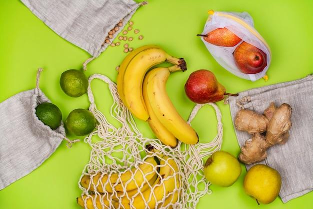 Frische bio-früchte in umweltfreundlicher tasche