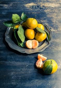 Frische bio-mandarinenfrüchte