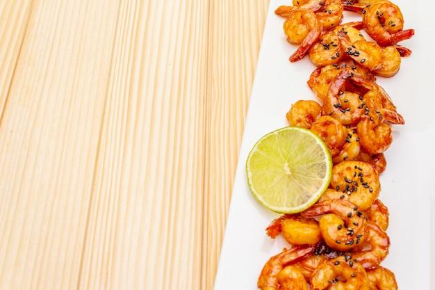 Frische bio-shrimps (garnelen)